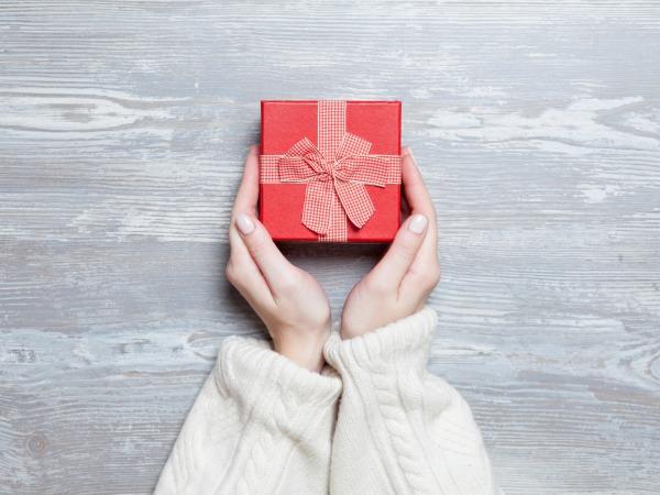 manos-regalo